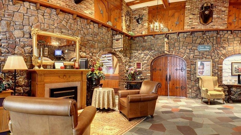 "Old Orchard Inn Lobby. Images powered by <a href='http://web.iceportal.com'  target=""_blank"">Ice Portal</a>."