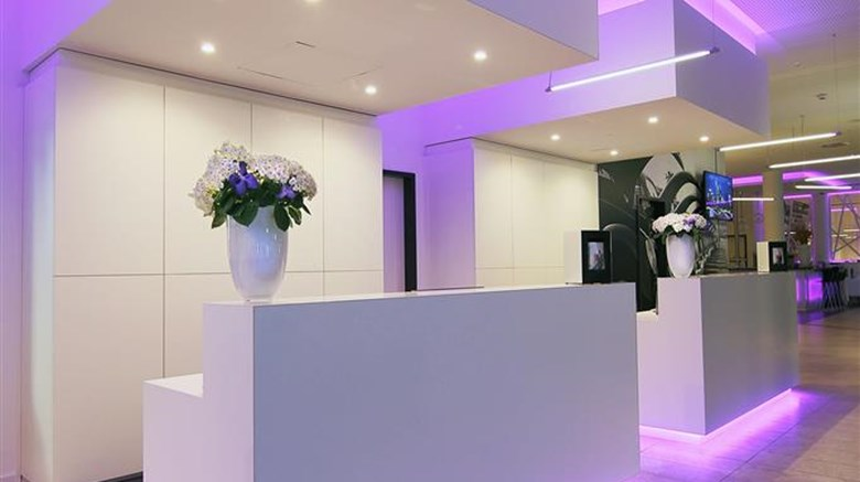 "INNSIDE Wolfsburg Lobby. Images powered by <a href='http://web.iceportal.com'  target=""_blank"">Ice Portal</a>."