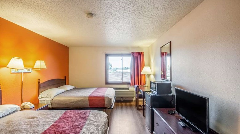"Motel 6 Saukville Room. Images powered by <a href='http://web.iceportal.com'  target=""_blank"">Ice Portal</a>."
