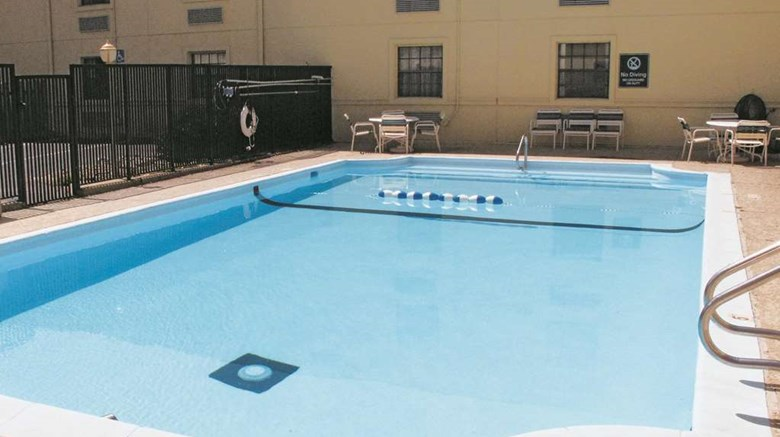 "La Quinta Inn Omaha West Pool. Images powered by <a href='http://web.iceportal.com'  target=""_blank"">Ice Portal</a>."