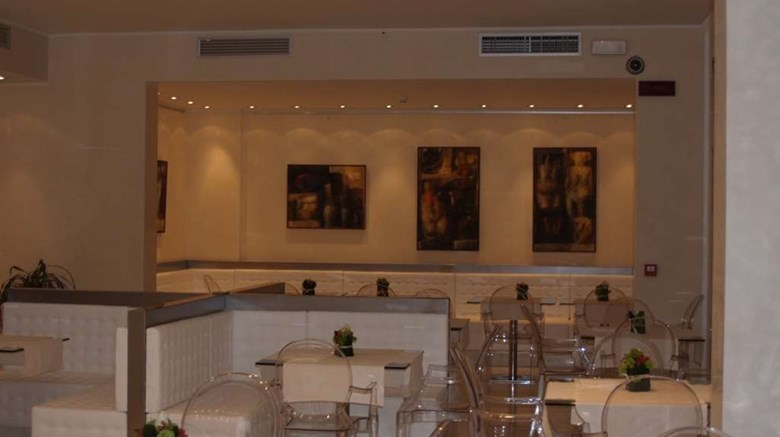 "Sporting Hotel Restaurant. Images powered by <a href='http://web.iceportal.com'  target=""_blank"">Ice Portal</a>."