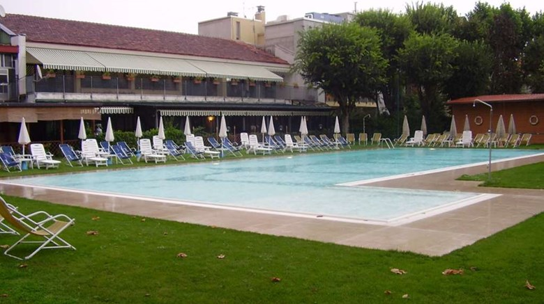 "Sporting Hotel Pool. Images powered by <a href='http://web.iceportal.com'  target=""_blank"">Ice Portal</a>."