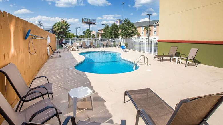 "Econo Lodge Pool. Images powered by <a href='http://web.iceportal.com'  target=""_blank"">Ice Portal</a>."