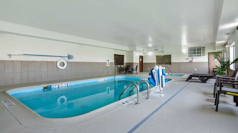 "Comfort Suites Council Bluffs Pool. Images powered by <a href='http://web.iceportal.com'  target=""_blank"">Ice Portal</a>."