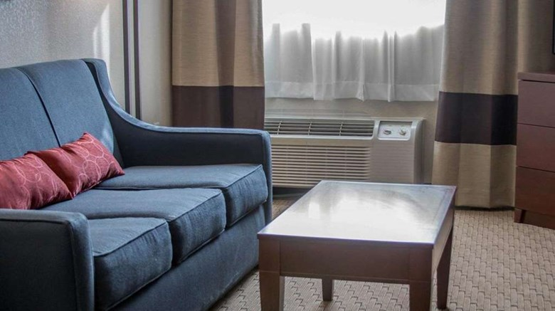 "Comfort Inn Suite. Images powered by <a href='http://web.iceportal.com'  target=""_blank"">Ice Portal</a>."