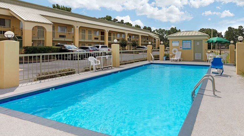 "Quality Inn McComb Pool. Images powered by <a href='http://web.iceportal.com'  target=""_blank"">Ice Portal</a>."