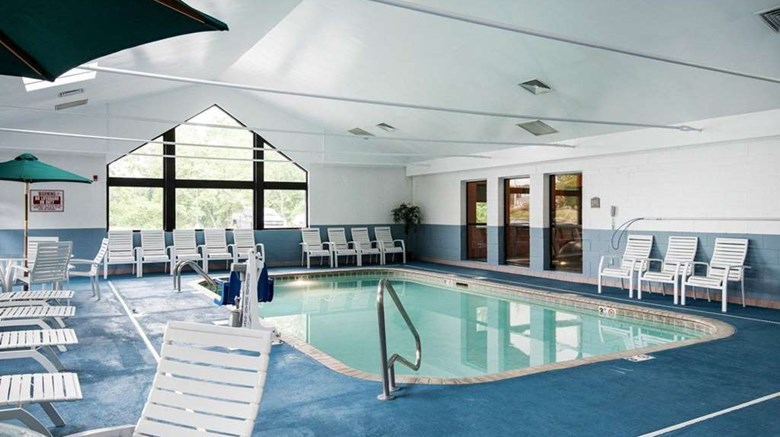 "Comfort Inn & Suites Pool. Images powered by <a href='http://web.iceportal.com'  target=""_blank"">Ice Portal</a>."