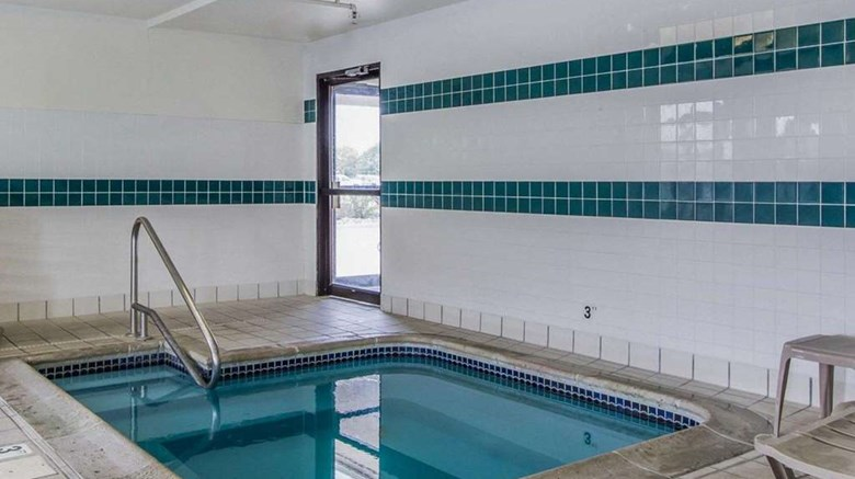 "Rodeway Inn Pool. Images powered by <a href='http://web.iceportal.com'  target=""_blank"">Ice Portal</a>."