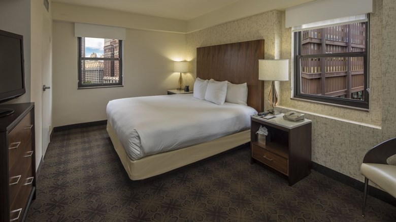 Doubletree Hotel & Suites Pitt Downtown Room