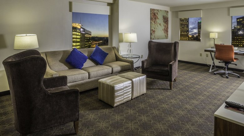Doubletree Hotel & Suites Pitt Downtown Suite