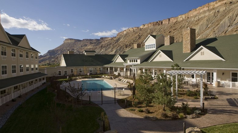 Colorado Wine Country Inn Exterior
