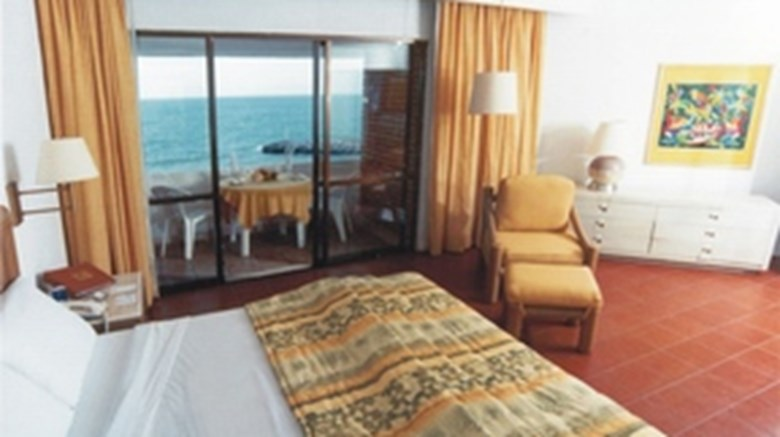 Faro Mazatlan Beach Resort Suite