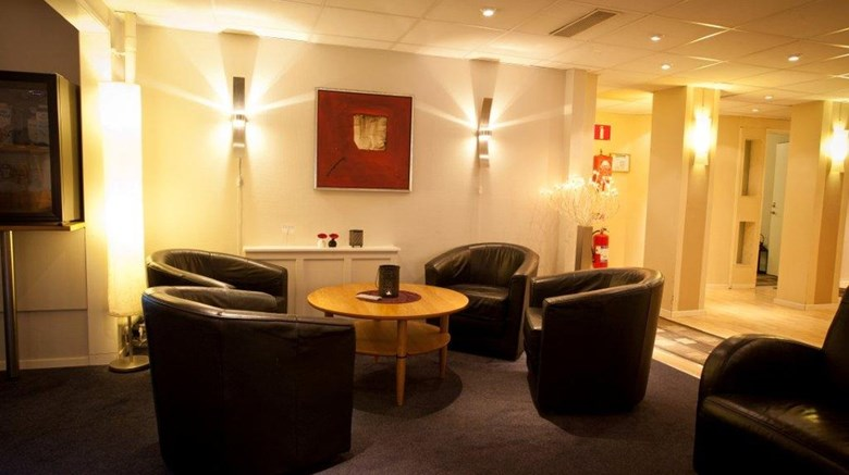 "Hotell Radhuset Lobby. Images powered by <a href='http://www.leonardo.com'  target=""_blank"">Leonardo</a>."