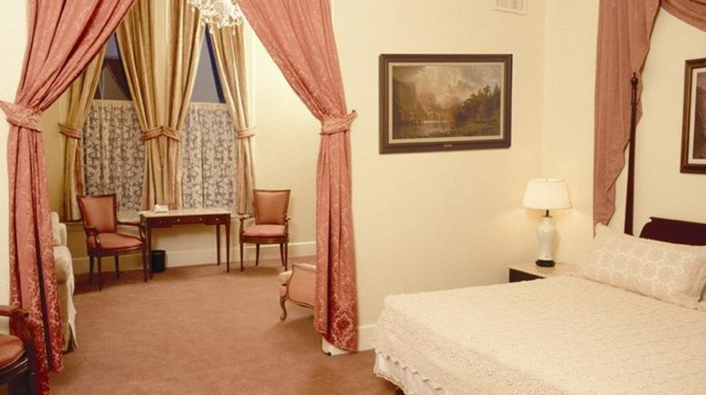 "Geiser Grand Hotel Suite. Images powered by <a href='http://www.leonardo.com'  target=""_blank"">Leonardo</a>."