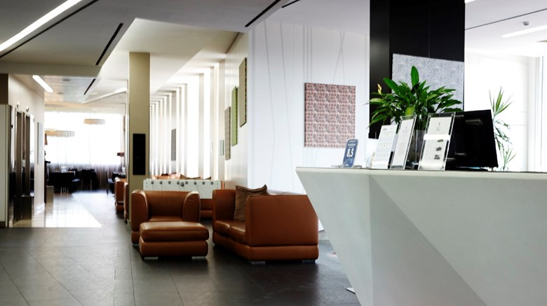 "H2C Hotel Milanofiori Lobby. Images powered by <a href='http://www.leonardo.com'  target=""_blank"">Leonardo</a>."