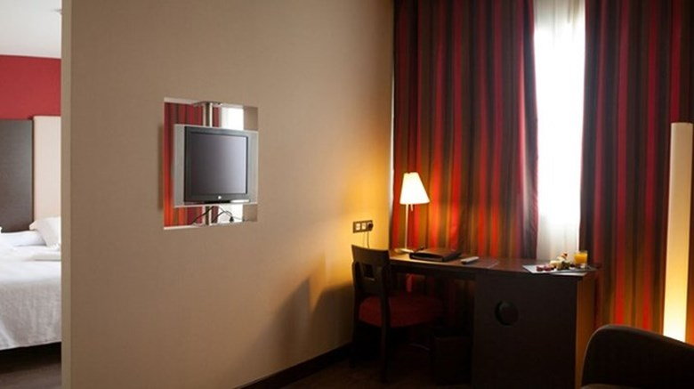 "Hotel Agustinos Suite. Images powered by <a href='http://www.leonardo.com'  target=""_blank"">Leonardo</a>."