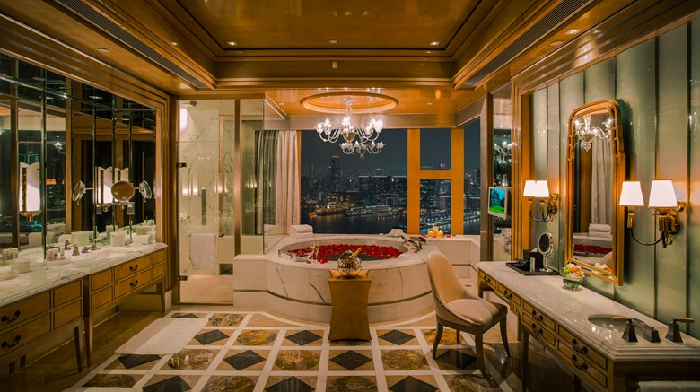 "Four Seasons Hong Kong Room. Images powered by <a href=&#39;http://www.leonardo.com&#39;  target=""_blank"">Leonardo</a>."