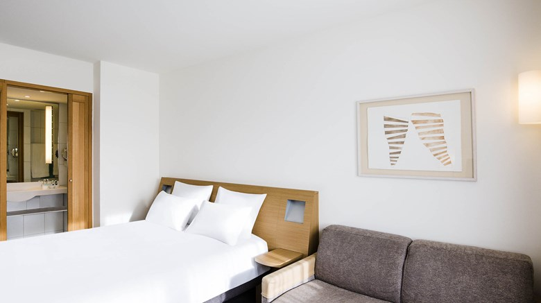 "Novotel Aachen City Room. Images powered by <a href='http://www.leonardo.com'  target=""_blank"">Leonardo</a>."