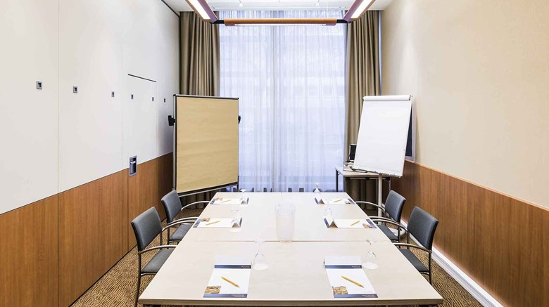 "Novotel Aachen City Meeting. Images powered by <a href='http://www.leonardo.com'  target=""_blank"">Leonardo</a>."