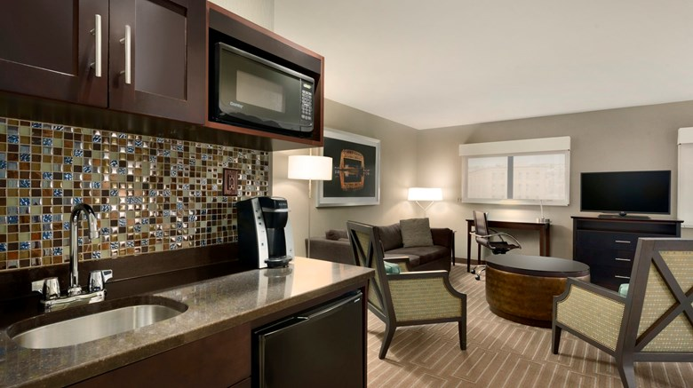 "Holiday Inn Hotel & Suites Suite. Images powered by <a href='http://www.leonardo.com'  target=""_blank"">Leonardo</a>."