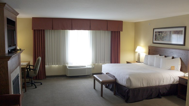 "Holiday Inn & Convention Center Suite. Images powered by <a href='http://www.leonardo.com'  target=""_blank"">Leonardo</a>."