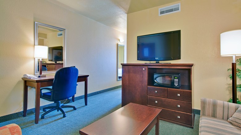 "Holiday Inn Express Dryden Suite. Images powered by <a href='http://www.leonardo.com'  target=""_blank"">Leonardo</a>."