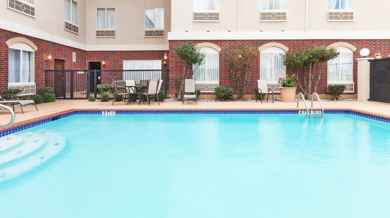 "Holiday Inn Express Pool. Images powered by <a href='http://www.leonardo.com'  target=""_blank"">Leonardo</a>."