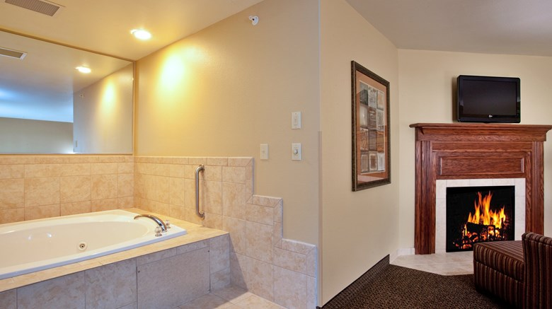 "Holiday Inn Express Lewisburg Suite. Images powered by <a href='http://www.leonardo.com'  target=""_blank"">Leonardo</a>."