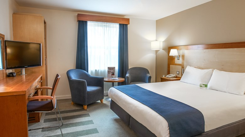 "Holiday Inn Bristol Airport Room. Images powered by <a href='http://www.leonardo.com'  target=""_blank"">Leonardo</a>."