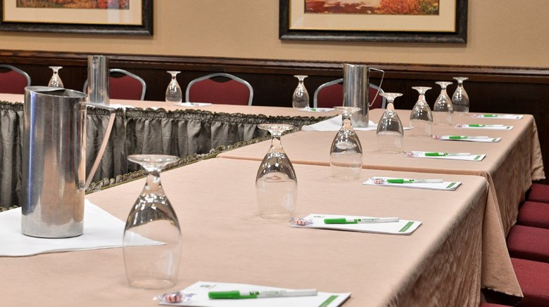 "Holiday Inn & Convention Center Meeting. Images powered by <a href='http://www.leonardo.com'  target=""_blank"">Leonardo</a>."
