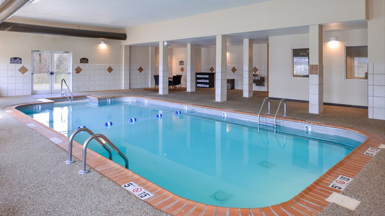 "Holiday Inn Poplar Bluff Pool. Images powered by <a href='http://www.leonardo.com'  target=""_blank"">Leonardo</a>."