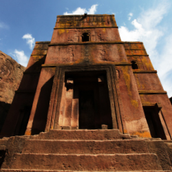 Lalibela is a popular destination for spiritual pilgrims.  // © 2014 Shutterstock/Galyna Andrushko