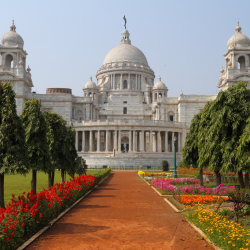 The Victoria Memorial is one of the grandest buildings in Calcutta. // © 2013 Thinkstock