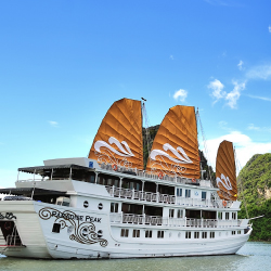 Paradise Peak is the premier ship of Paradise Cruises fleet. // © 2013 Paradise Cruises