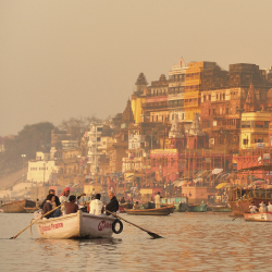 Varanasi is one of India's oldest pilgrimage sites. // © 2014 Thinkstock/antialiasing