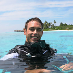 <p>Scuba enthusiasts can now dive in the Maldives under the guidance of marine biologist and veteran diver Joseph Lassus. // © 2014 Anantara Kihavah...