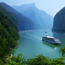 Sail through the Three Gorges on the Yangtze River on this fam trip with Chinatour.com. // © 2014 Chinatour.com