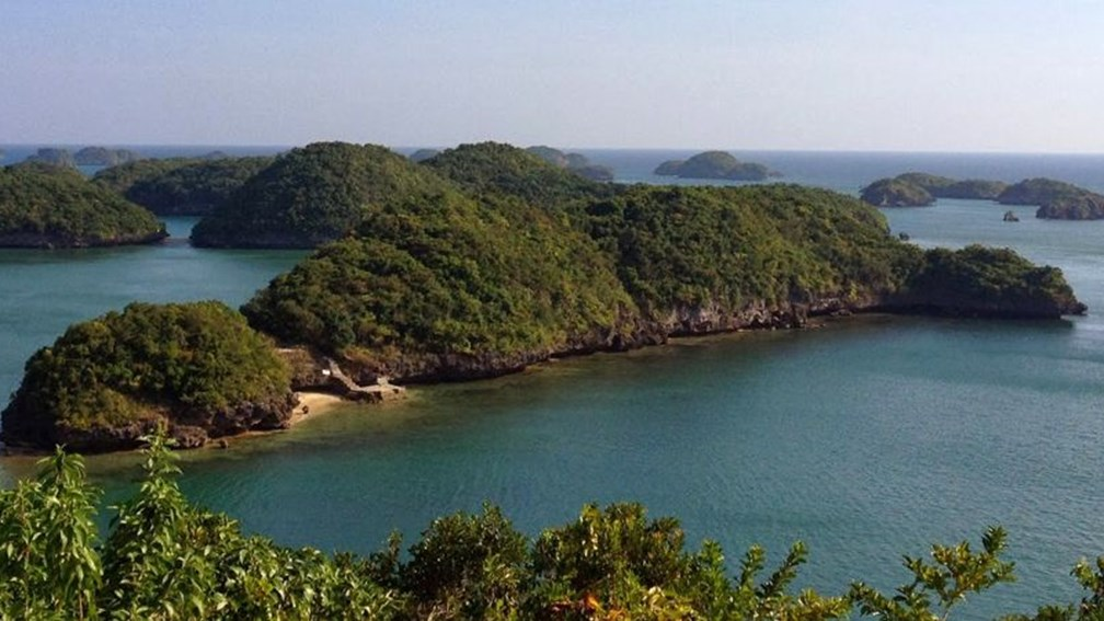 Hundred Islands National Park is protected by the state to preserve its pristine landscape. // © Nila Do F