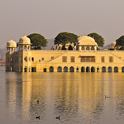 This fam trip itinerary visits Jal Mahal, an elaborate palace in Jaipur. // © 2018 Creative Commons user <a...