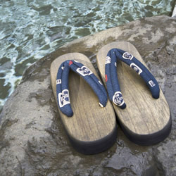 <p>Traditional wooden sandals called geta are appropriate shoes when visiting a Japanese hot spring. // © 2014 Thinkstock</p><p>Feature image (above):...