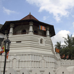 The Temple of the Tooth in Kandy is a Sri Lanka highlight.  // © 2014 Thinkstock