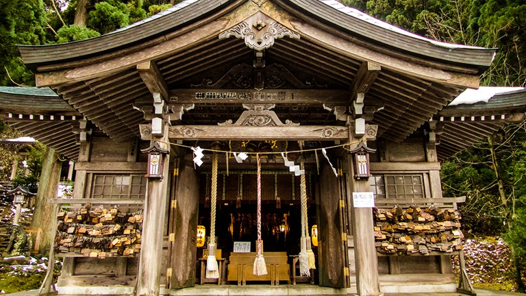 Shinzan Shrine is located in a cedar forest.