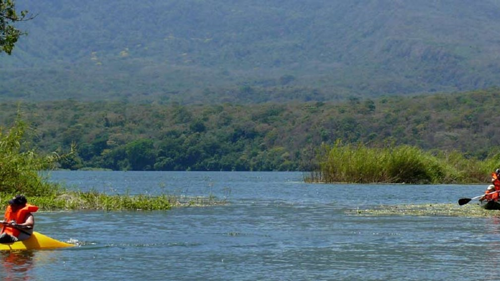 Travelers can kayak on Lake Nicaragua to a private islet. // © 2015 Nicaragua Adventures 2