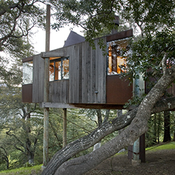 <p>A tree house at Big Sur's Post Ranch Inn combines luxury and nature. // © 2015 Kodiak Greenwood</p><p>Feature image (above): More darling travelers...