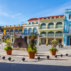 Take a tour of Old Havana. // © 2015 iStock