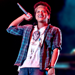 <p>Singers such as Bruno Mars attract fans from outside the traditional jazz genre. // © 2015 Andreas Terlaak</p><p>Feature image (above): Janelle...