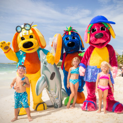 Raggs and his friends take photos with guests on the beach. // © 2013 Palladium Hotels & Resorts