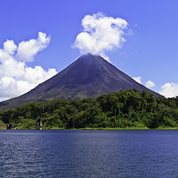 Agents will be able to visit Arenal Volcano during this Costa Rica trip. // © 2017 iStock