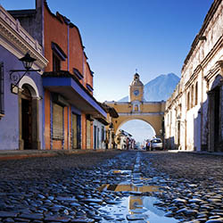 Visit the charming city of Antigua with Tara Tours. // © 2016 iStock