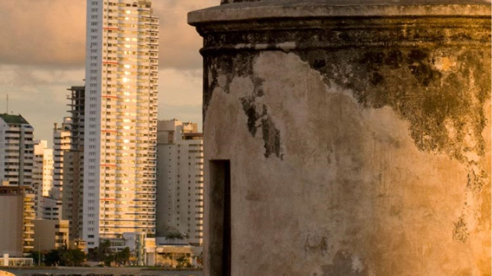Cartagena blends the modern with the historic. // © 2013 Thinkstock F